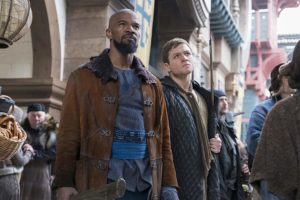 Jamie Foxx and Taron Egerton in Robin Hood l'origine della leggenda (2018)