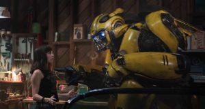 Hailee Steinfeld e Dylan O'Brien in Bumblebee (2018)
