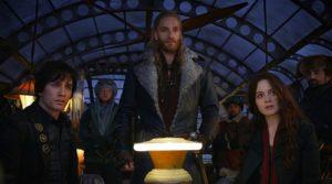 Robert Sheehan, Hera Hilmar e Leifur Sigurdarson in Macchine Mortali (2018)