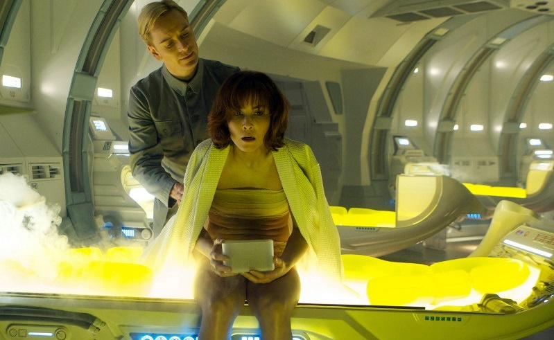 Noomi Rapace e Michael Fassbender in Prometheus (2012)