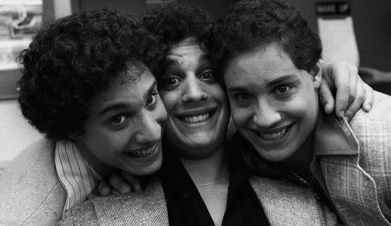 THREE IDENTICAL STRANGERS documentario