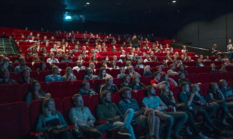 sala cinematografica spettatori