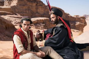 Marwan Kenzari e Mena Massoud in Aladdin (2019)
