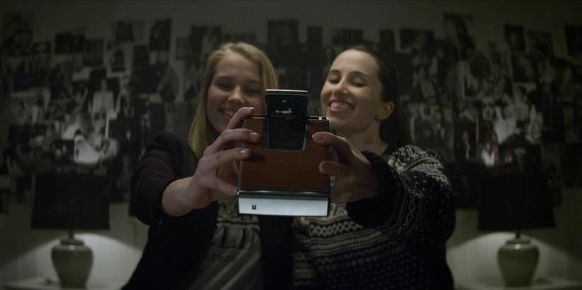 Priscilla Quintana e Erika Prevost in Polaroid (2019)