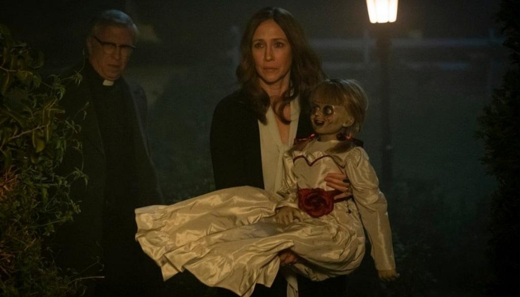 Steve Coulter e Vera Farmiga in Annabelle 3 (2019)