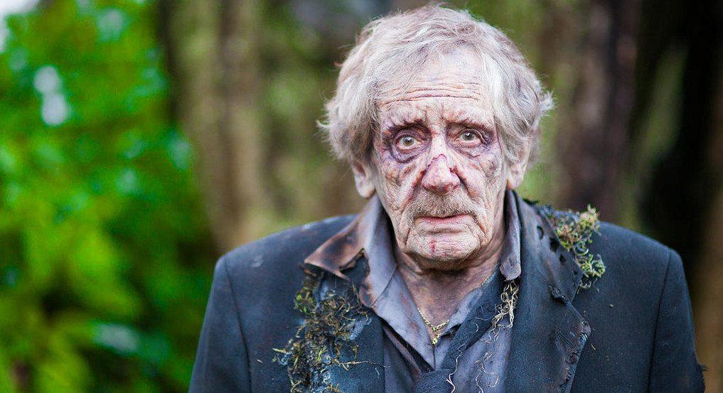dead-hearts zombie anziano