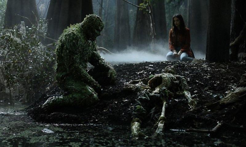 Derek Mears e Crystal Reed in Swamp Thing (2019) serie