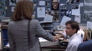 Gillian Anderson e David Duchovny in pilot X Files (1993)