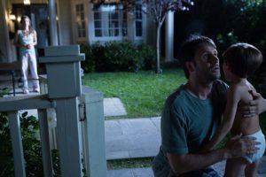 Josh Hamilton e Kadan Rockett in Dark Skies (2013)