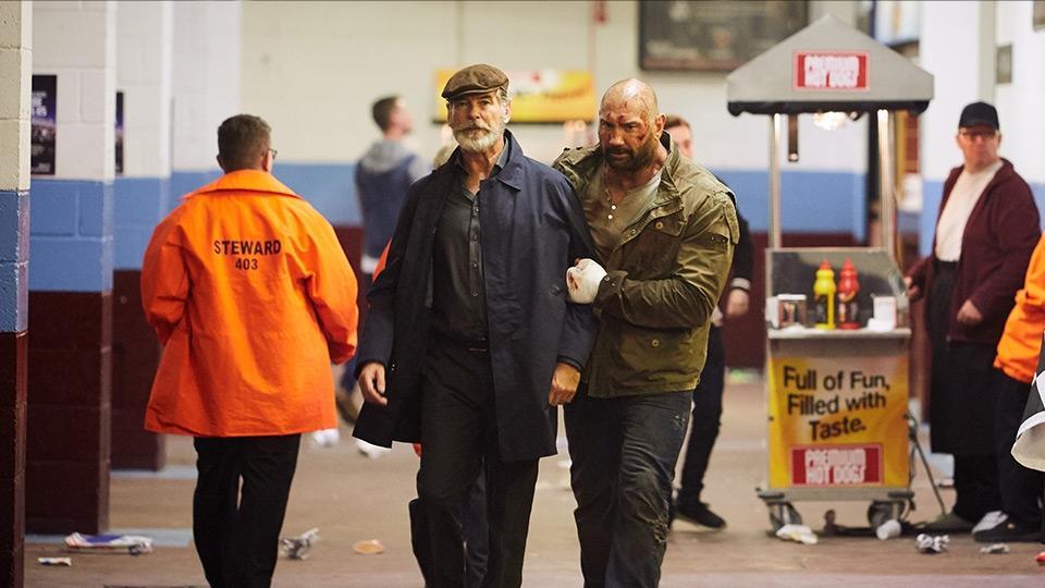 Pierce Brosnan e Dave Bautista in Final Score (2018) film