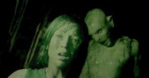 The Descent (2005) film mostri