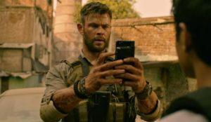 Chris Hemsworth in Tyler Rake - Extraction (2020)