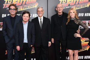 Michael J. Fox, Christopher Lloyd, Lea Thompson, Bob Gale, e Huey Lewis evento Ritorno al Futuro