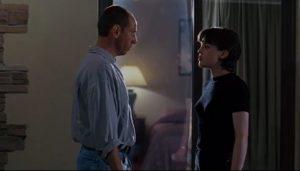 Miguel Ferrer e Julie Entwisle in The Night Flier (1997)