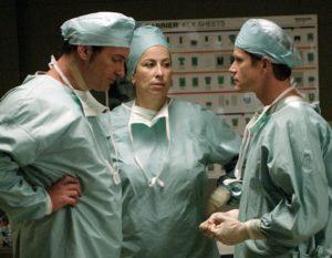 Roma Maffia, Julian McMahon e Dylan Walsh in Nip Tuck (2003)