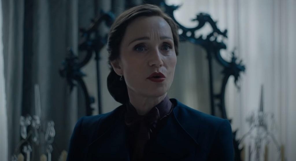 Trailer per Rebecca: Kristin Scott Thomas tormenta Lily James nell'adattamento di Netflix | Il Cineocchio